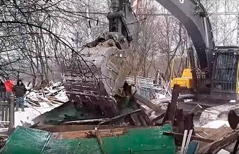 «Методы за гранью понимания». Дом Раисы Полотеровой в московской деревне Терехово снесли у нее на глазах
