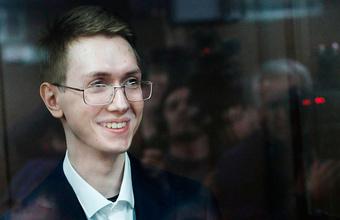 Толкнувший росгвардейца на несанкционированной акции в Москве Андрей Баршай получил три года условно