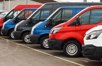 Минтранс разработает штрафы за парковку коммерческого транспорта у жилых домов