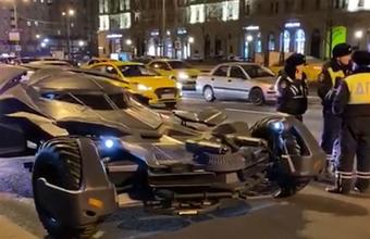 Владелец эвакуированного в Москве Бэтмобиля рассказал о себе и своей машине
