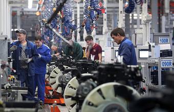 Предприятия и заводы начали открываться в регионах после выступления Путина
