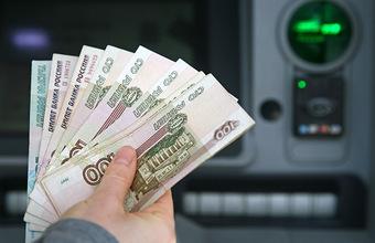 «Чтобы купить пресловутую гречку». Россияне в марте сняли в банкоматах 1 трлн рублей