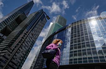 В Москве прирост случаев COVID-19 снижается, на остальной территории России — растет