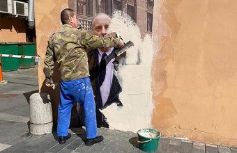 Когда лучше не выходить из комнаты. Почему в Петербурге уничтожили граффити с Бродским?