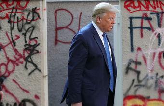 «Это акт внутреннего террора». Трамп готов применить армию для подавления беспорядков