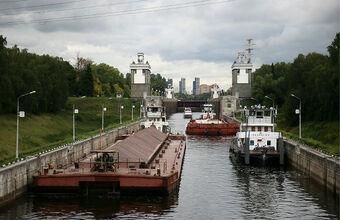 «Потери исчисляются сотнями миллионов». Участок канала имени Москвы закрыт из-за протечки