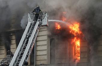 На Тверской улице в Москве загорелся шестиэтажный дом XIX века