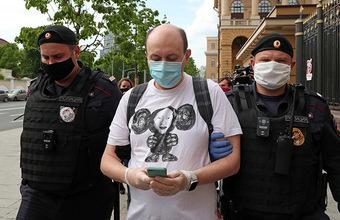 МВД наказало командира роты из-за одинаковых жетонов у полицейских в Москве