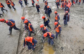 «Они не получили обещанные деньги». Строители Амурского ГПЗ устроили погром из-за заниженных выплат