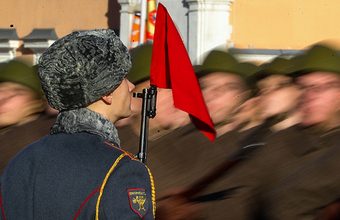 «Каракулевая шапка отражала имидж старой армии»