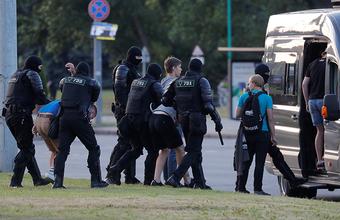 Странный отъезд Тихановской и продолжающиеся волнения: как прошел третий день протестов в Белоруссии