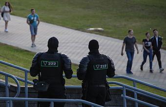 «У людей началась паника, потому что пытаются скупить доллары». Как Белоруссия жила без интернета