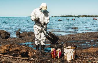 «Власти не были готовы к такого рода катастрофе». Что говорят о разливе нефтепродуктов жители Маврикия?