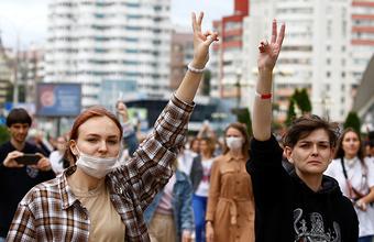 ЦИК Белоруссии объявил предварительные итоги выборов. В стране — мирные акции протеста и забастовки