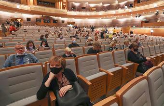 Театры только открылись — и вынуждены переносить спектакли из-за коронавируса