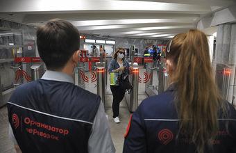 В московском метро активизировались проверки наличия масок и перчаток у пассажиров