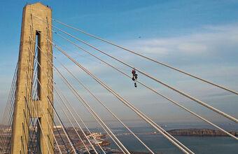 Министр Чекунков назвал обледенение моста во Владивостоке уникальным. Так ли это?