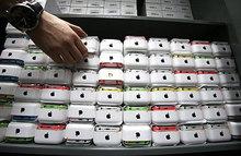 Санкции США оставят россиян без смартфонов и планшетов?