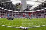 Английская Премьер-лига: деньги против традиций