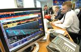 «Брекзит» тревожит инвесторов, на грани подорожания — доллар и золото