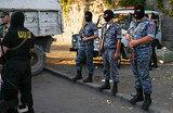 В Ереване вооруженные люди захватили врачей