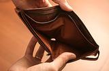 Реальные доходы россиян падают. Согласно опросам, трети населения не хватает денег на еду