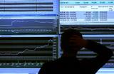 Российские рынки в позитиве. Стоит ли покупать доллары и продавать акции?
