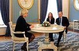 Неожиданный визит. Что выиграла Марин Ле Пен от встречи с Путиным?