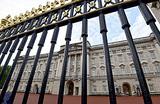 Вакансия от королевы: сколько заплатят за пошив штор в Букингемском дворце