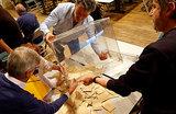 СМИ: Макрон и Ле Пен выходят во второй тур президентских выборов во Франции