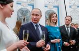 «Кухня?» Путин пошутил с Мединским о «месте женщины в культуре»