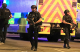 Взрыв в Манчестере: погибли более 20 человек, среди них дети
