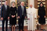 Чету Трампов прозвали «семейкой Аддамс» из-за странных нарядов у Папы Римского