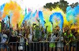«Стадо диких обезьян». Фестиваль красок в Челябинске вышел из-под контроля