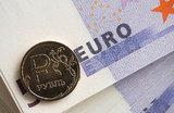 Рубль дал слабину — евро стремится ввысь
