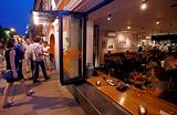 Закрываться в десять и вообще переехать: новые требования жителей Патриарших к ресторанам