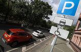 Бесплатная парковка и «заправка». Привилегии электромобилей в центре Москвы
