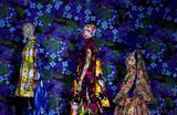 Модели готовятся к показу дизайнера Ричарда Куинна на Лондонской неделе моды в Лондоне, Великобритания.