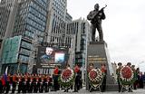 Макаревич назвал памятник Калашникову «истуканом»