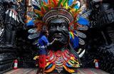 Подготовка к фестивалю Дурга Пуджа в Калькутте, Индия 22 сентября 2017.