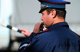 Автомобиль с номерами ФСБ и мигалкой сбил сотрудника ГИБДД в центре Москвы