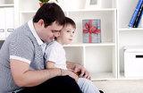«Быть хорошим отцом, значит, быть посмешищем?»
