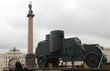 Дворцовую площадь снова наводнят солдаты и матросы