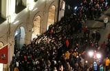 Три тысячи человек пытаются заполучить кроссовки Yeezy Boost от рэпера Канье Уэста