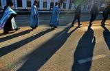 «Колонна сотрудников ГИБДД выходит из тумана с иконами и хоругвями». Необычный крестный ход на Кубани