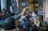 Сторонники Саакашвили взяли штурмом Октябрьский дворец в Киеве