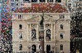 Празднование конца года в центре Сан-Паулу, Бразилия.