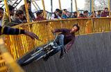 «Колодец смерти» в Аллахабаде, Индия.