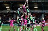 Во время матча между командами по регби Gloucester Rugby и Pau на Европейском кубке вызова в Глостере, Великобритания.