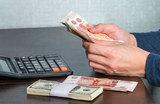 Кабмин поднял зарплаты бюджетникам